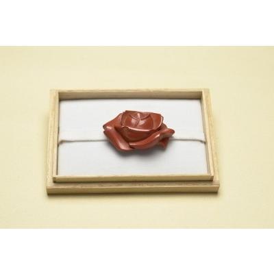 鎌倉彫 帯留め朱蒔塗り バラ