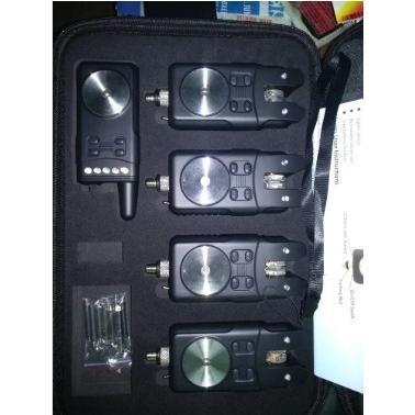鯉釣りデジタルワイヤレスバイトアラーム4 + 1セット電池警告電子魚ストライクロッドチップEVAバッグ【領収発行可】|suzukazemarket|02