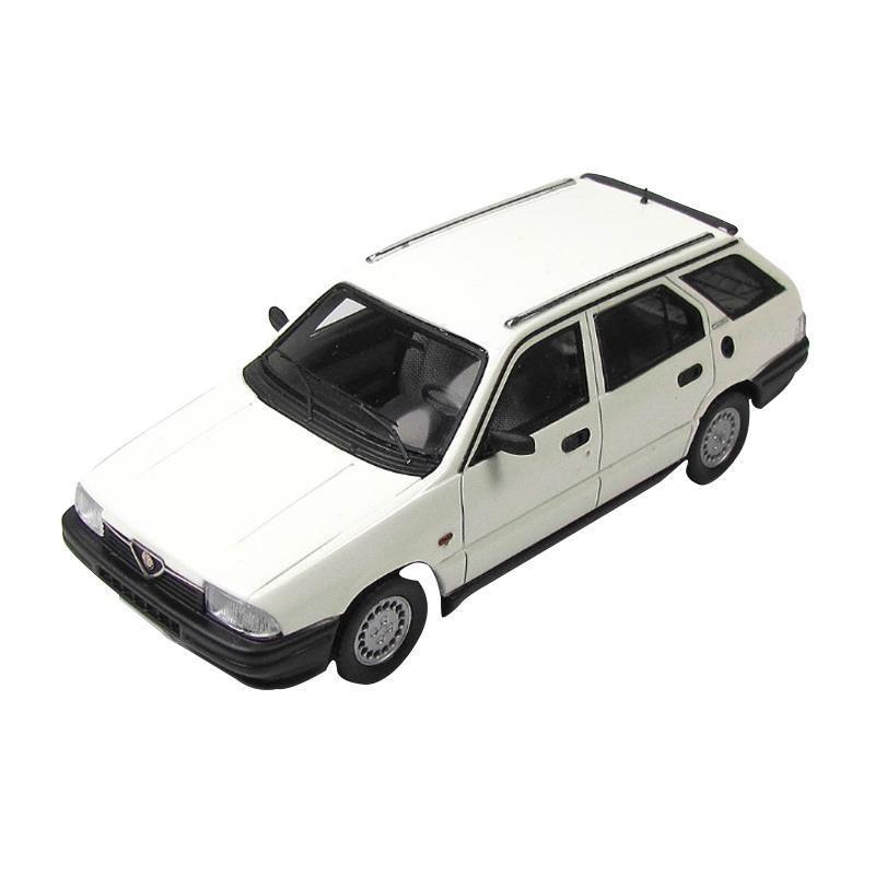 送料無料 KESS/ケス アルファ・ロメオ 33 1.5 Giardinetta 4×4 1986 ホワイト 1/43スケール KE43000120
