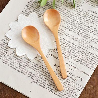 口当たりの良いなめらかな仕上がりの木製スプーン