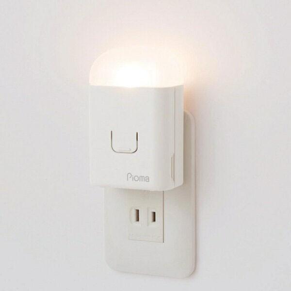 Pioma ピオマ ここだよライトS UGL3-W 税込 コンセント充電式常備灯 地震対策グッズ 懐中電灯 地震感知センサー搭載 充電式 非常灯 足元灯 防災グッズ 爆売り