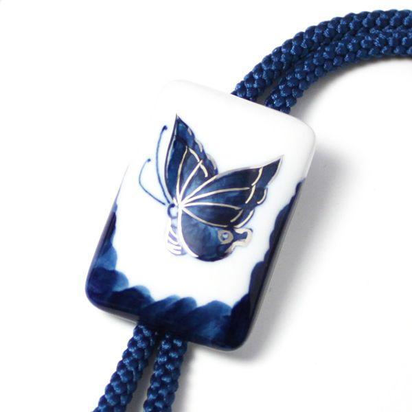 有田焼伊万里焼で知られる陶芸磁器ループタイ。染付蝶紋様。 tatikawa