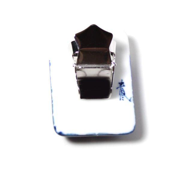 伊万里焼有田焼で知られる陶芸磁器ループタイ。染付青海波白金ライン。 tatikawa 03