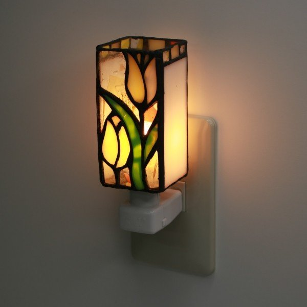 フットライト コンセント ステンドグラスランプ フットランプ ライト チューリップ 足元灯 常夜灯 ガラス 照明器具 非常灯 インテリア プレゼント 御祝 ギフト|the-treasure