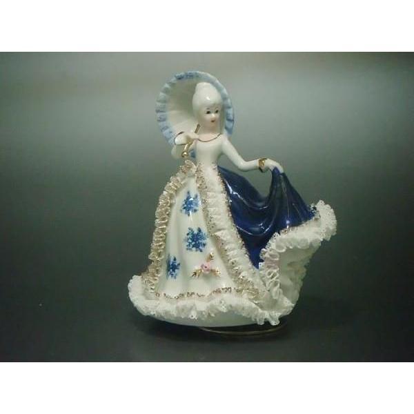 オルゴール 傘持ち少女 TKN-2053C 【 陶器 人形 置物 】*曲目♪千の風になって は本サイト限定・在庫限りのお品となります。|tklace
