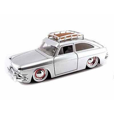 ダイキャストカー 1965 フォルクスワーゲン 1600 TL Fastback/RoofRack Candy 銀 1/24