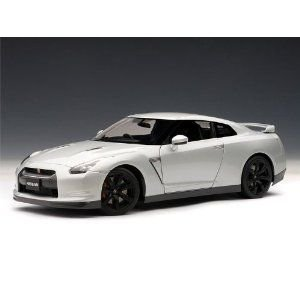 NISSAN GT-R (R35) w/ Optional Matte 黒 Wheels 1/18 Ultimate 銀