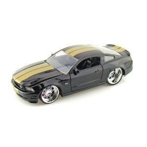2010 Ford Mustang GT 1/24 黒 W/ ゴールド Stripes