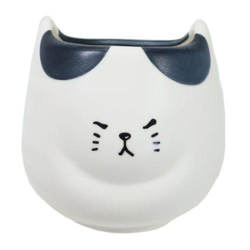 ふてぶてしい猫の湯呑 湯のみ  ぶちねこ サンアート ギフト雑貨 おもしろ|velkommen
