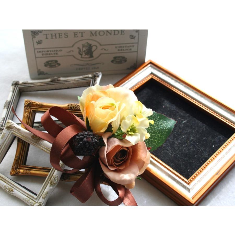 黄色とブラウンの小さなバラのコサージュ|vertpalette-store