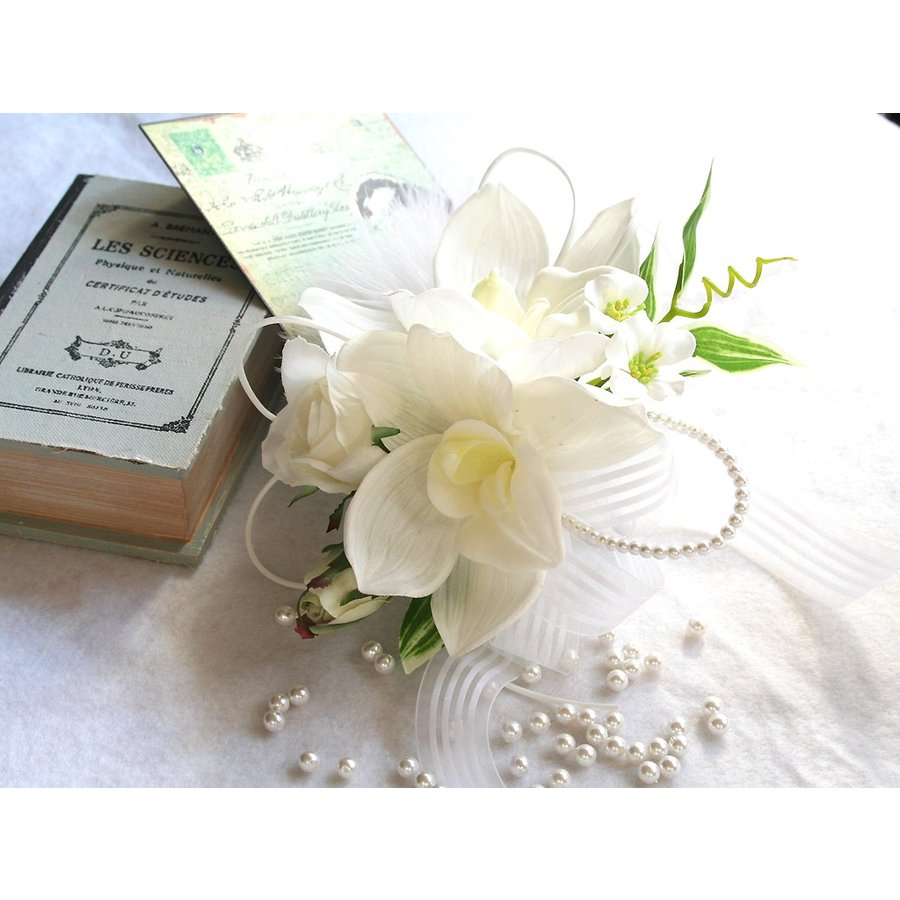 白色のシンビジウムのコサージュ|vertpalette-store
