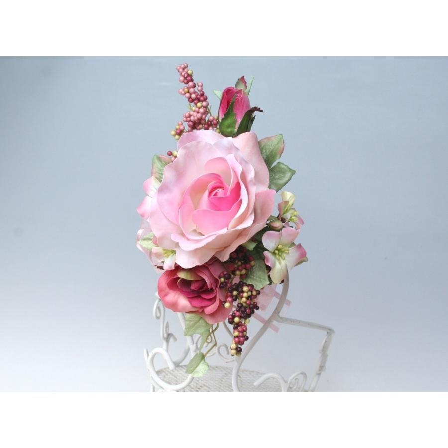 ピンクの流れるようなラインのバラのコサージュ|vertpalette-store|03