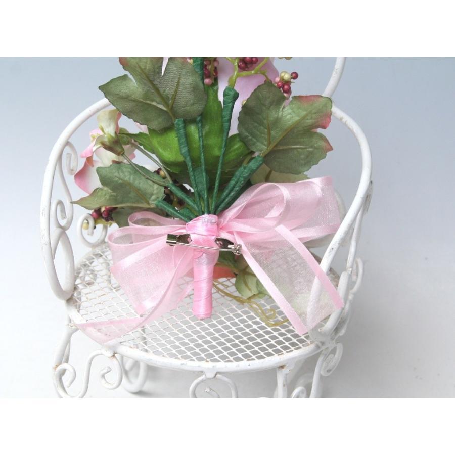 ピンクの流れるようなラインのバラのコサージュ|vertpalette-store|06