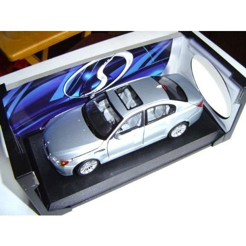 BMW M5 Hard Top w/ Sun Roof 銀 - 1:18 by Maisto