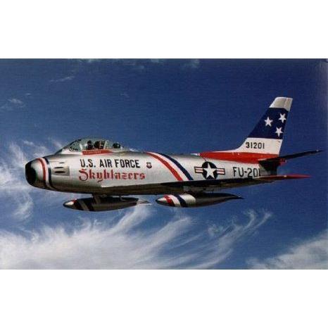 Italeri 552503 1/32 F-86F Sabre Skyblazers おもちゃ