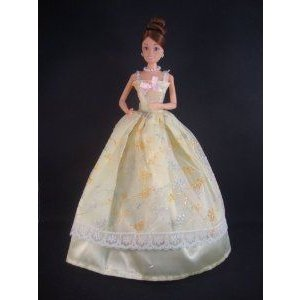 An Amazing 黄 Ball Gown with Spring Flowers Made to Fit the Barbie(バービー) Doll ドール 人形