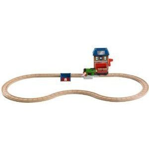 Thomas Wooden Railway - Battery-Operated Percy and the Mail Station Set ミニカー ミニチュア 模型