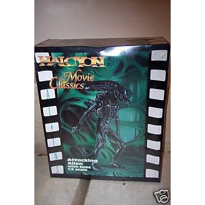 Attacking エイリアン Movie Classics Model Kit