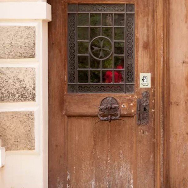 猫がいますステッカー(アイボリー)★脱走防止ステッカー 猫の為の玄関対策 車 玄関 シール 飛び出し防止 ドア 3000円以上送料無料|yadotoneko|02