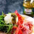 スペイン産エキストラバージンオイル、イタリア産パルミジャーノ使用。鮮やかで爽やかな香りのバジルが料理...
