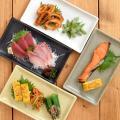 商品説明 マットな質感の角皿で、いつもの料理も高級感UP! 和食メニューや、和食器との相性はもちろん...