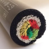 【 のり巻きタオル 太巻 おもしろ雑貨 おもしろグッズ おもしろタオル】  巻けばのり巻き、広げれば...