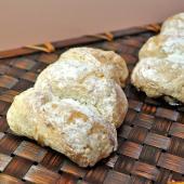 フランス語で三日月を意味するクロワッサン。ほんのり爽やかなバターの甘味のするクロワッサン生地に「亜麻...