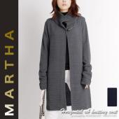 トレンドのざっくりとしたニットコートは 編地を横畝にすることでよりモダンな印象に。 色味は落ち着いた...