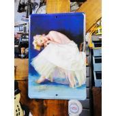 純白のドレスに身を包んだハリウッドの永遠の美!ご存じ、50年代のハリウッドが生んだ奇跡、マリリン・モ...