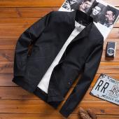 今年はますます注目のジャケットを登場、 スマートに対応できる魅力的な素材感のブルゾン。 今年はフード...