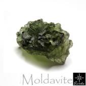モルダバイトは隕石が地表へ衝突した際に地表の物質が熔融して形成されたテクタイトといわれる天然ガラスの...