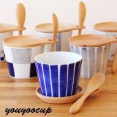 リッドとスプーンが付いた波佐見焼のカップが入荷しました。 リッドはカップの蓋だけでなく、受け皿にも使...
