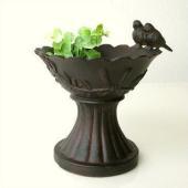 小さなカップの餌台 小鳥が2羽止まっています 少々深さがあるので 小さな花ポットやグリーンの 鉢ポッ...