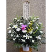 葬儀・通夜・弔花スタンド花 立て札が付きますので、ご注文フォームにてご記入ください。  当日・翌日お...