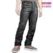 ● ラミネート生地による防風仕様レギュラーフィットジーンズ ● 通常のデニムのように普段着感覚で使え...