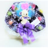 キャンディーで作った花束です。 かわいいシロクマさんがポイントの手持ちブーケです。 母の日、誕生日プ...