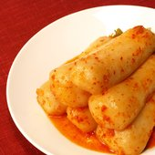 韓国固有の小ぶりのチョンガ大根で作ったコリッとした歯ごたえが美味しい伝統キムチで、韓国では人気ベスト...