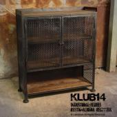 【ポイント】 インダストリアルインテリア「KLUB14」シリーズの収納キャビネット。切りっぱなしの木...