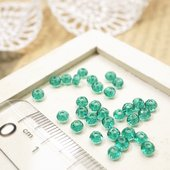 エメラルドブルー色がキレイなビーズです。とても小さいです。 ◆素材:ガラスビーズ ◆サイズ:約2.5...
