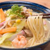 【九州直送 塩白湯スープとツルツルの麺の相性が抜群のちゃんぽん】 昔、家族で揃って食卓を囲んだ具だく...