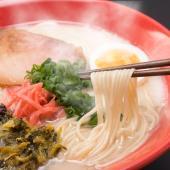 【濃縮スープの素で手軽に本場博多のとんこつラーメンをご自宅で。】 豚骨ベースのスープに鰹節エキスも入...