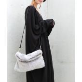 『ふわっとお洒落で可愛い』  こんなバッグを探してた。ショルダーにもクラッチでも持つだけでお洒落印象...