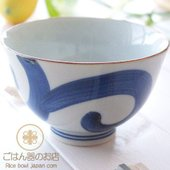 手書きの太唐草が存在感たっぷり。 渋くてカッコイイ和食器ご飯茶碗。 少し深みのあるご飯茶碗です。 ふ...