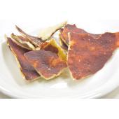 イタリア・ジェノヴァの名産フォカッチャ(塩味のパン)をあえて薄くのばし、その上に自家製濃縮トマトを塗...