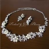 お花モチーフにパールをあしらった上品なネックレスセット。 ブライダル・ウエディング・結婚式・二次会・...
