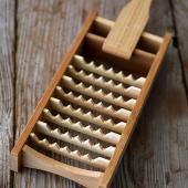 ふんわり美味しい大根おろしなら、鬼おろし。竹の刃が鬼の歯を連想させることからこの名があります。素材を...