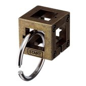 立方体のフレームにリングが絡み、リングが空間を自在に動き回る。 スタート位置から始めてリングをフレー...