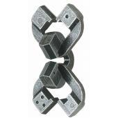 どのピースも鎖のマンナカにくるように動かすことができ、3通りのつなぎ方...3回遊べるパズルといえる...