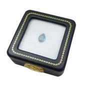 宝石を収納できるルースケース。外側はブラック、クッション部分はホワイトとなっており、色の付いた宝石、...