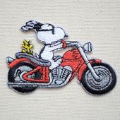 アメリカのマンガ「ピーナッツ(Peanuts)」に登場する飼い主であり、 主人公、大人気の犬のキャラ...